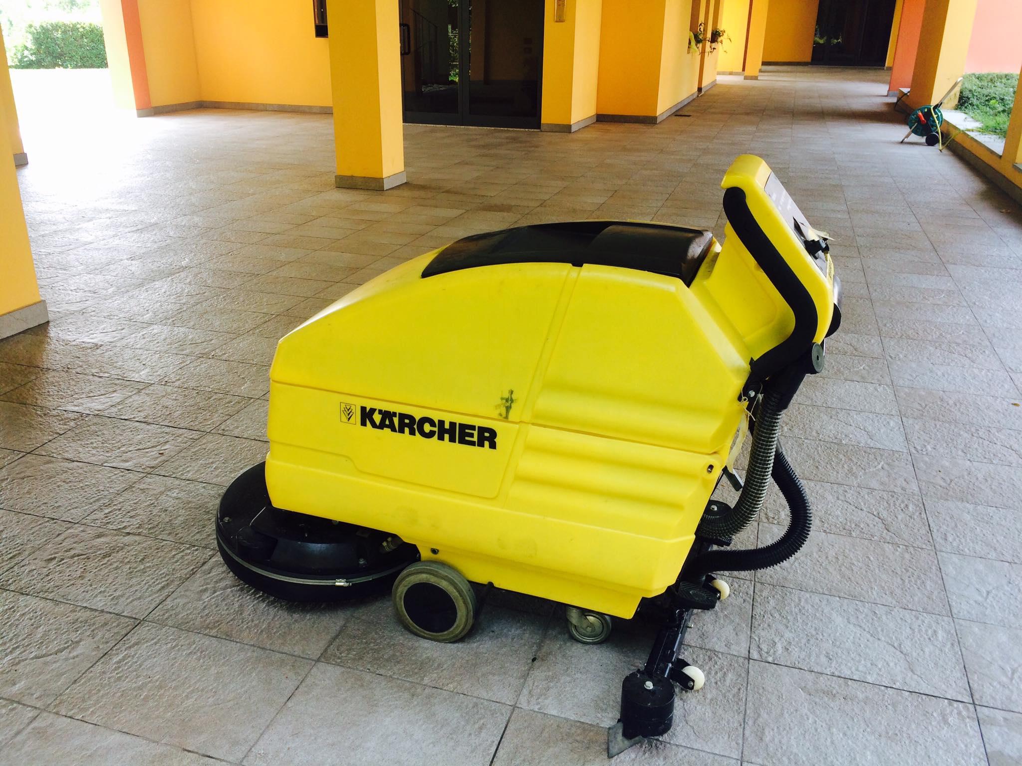 lavaggi meccanici per manutenzione e fondo pavimenti Piacenza